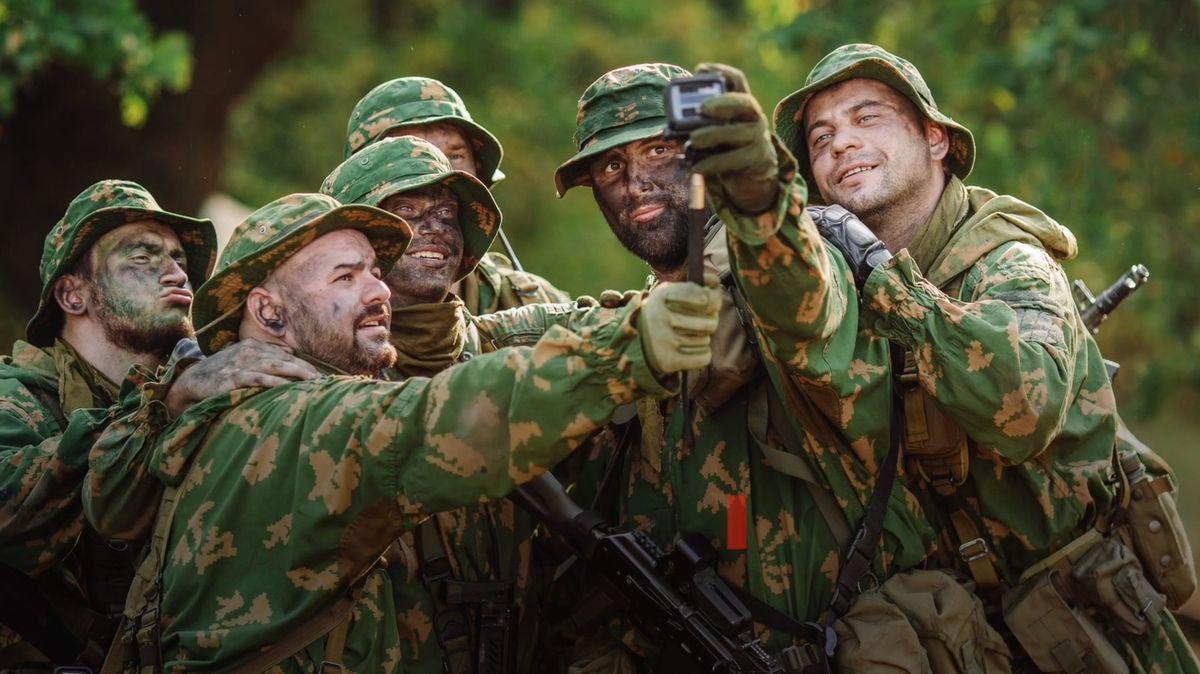 Ruští vojáci budou mít zákonem zakázáno používání smartphonů