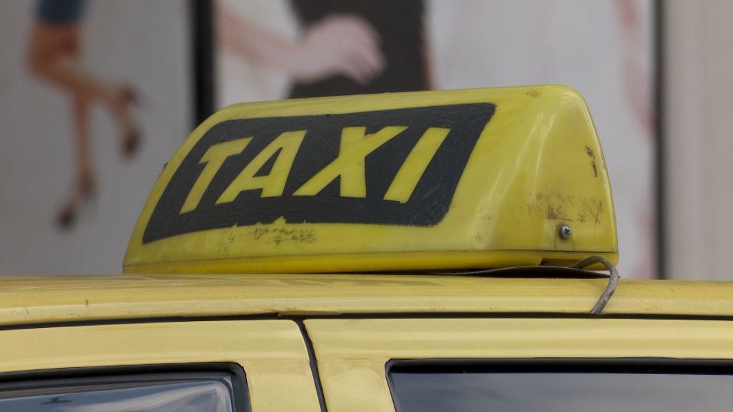 Taxíky nebudou muset mít taxametr, projedná to vláda