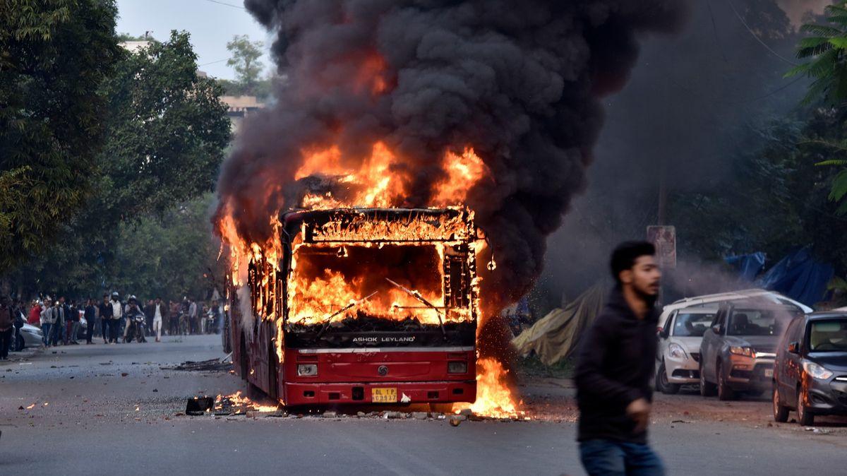 """Indický """"protimuslimský"""" zákon vyvolal protesty, ty mají na svědomí už šest mrtvých"""