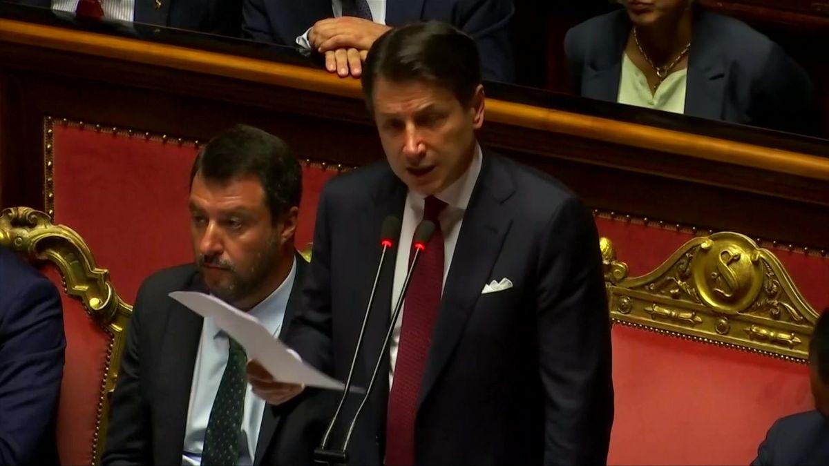 Po 14měsících skončila vládní koalice Salviniho Ligy sHnutím pěti hvězd. Zemi možná čekají předčasné volby