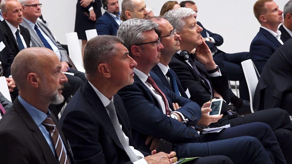 Černý scénář pro Česko: Premiér za dveřmi při jednání oevropských penězích