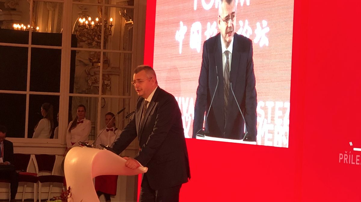 Na Hradě začalo Čínské investiční fórum, večer promluví Zeman
