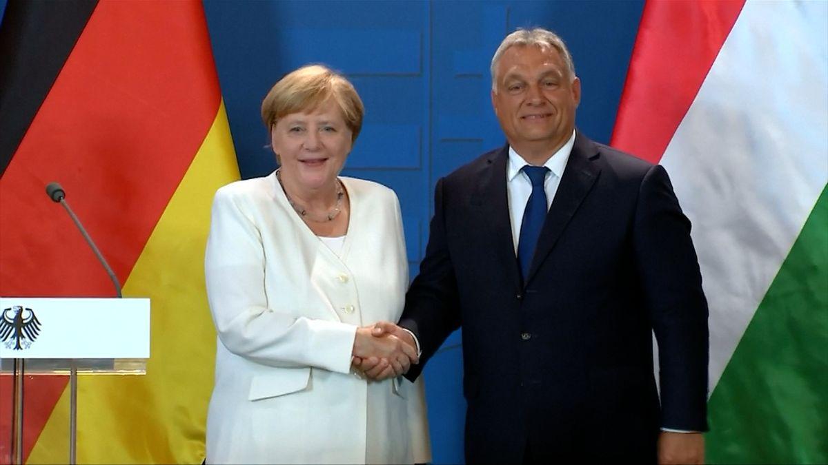 Orbán a Merkelová si připomněli Panevropský piknik. Maďarsko při něm umožnilo východním Němcům odejít na Západ