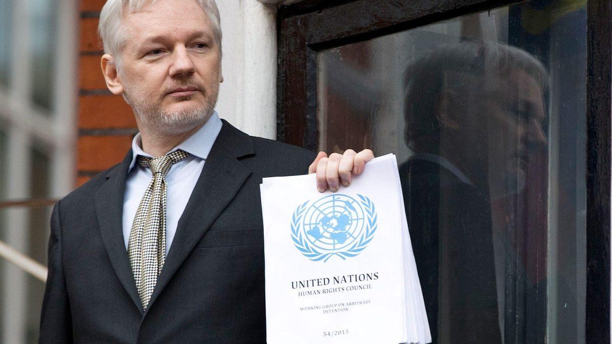 Ruští diplomaté plánovali útěk Juliana Assangea zambasády vLondýně