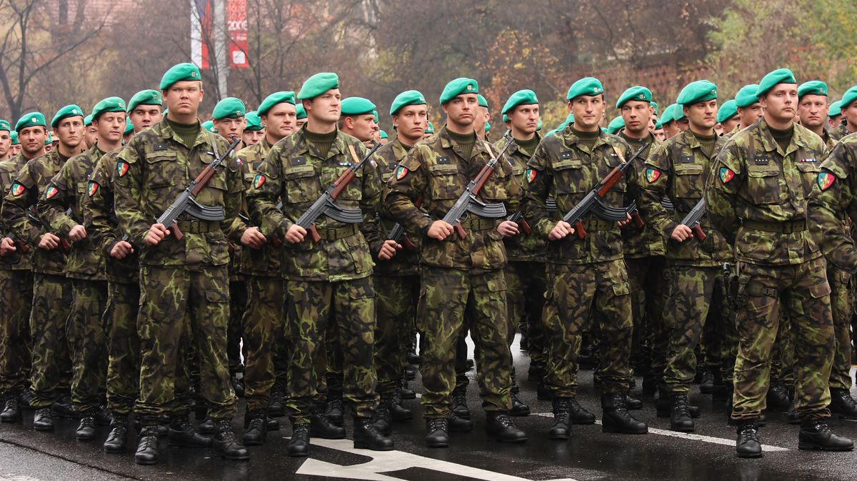 Armáda slibuje největší přehlídku ve střední Evropě. Na hodinu uzavře vzdušný prostor