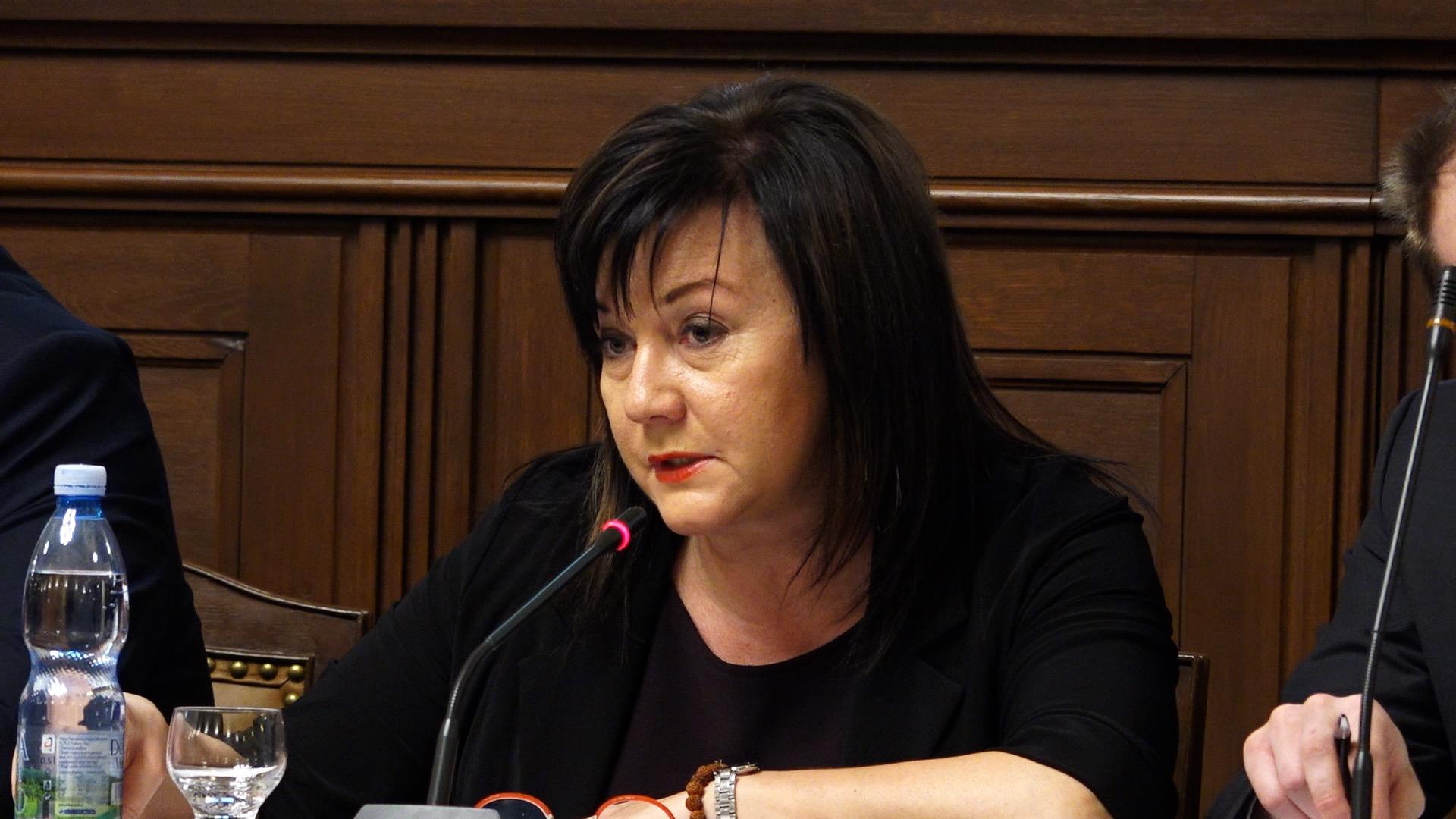 Prémie za vyšší doměřené daně byly hloupost, přiznává ministryně Schillerová. Finanční správa vědomě lhala, říká opozice