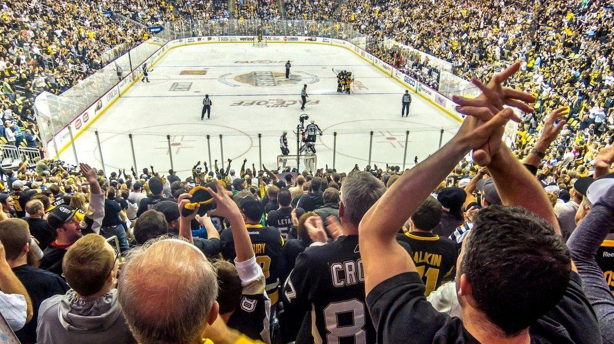 Bude zhokeje úplně jiný sport? Šéf IIHF odhalil plán zúžit vEvropě hřiště po vzoru NHL. Ašéf extraligy by byl pro