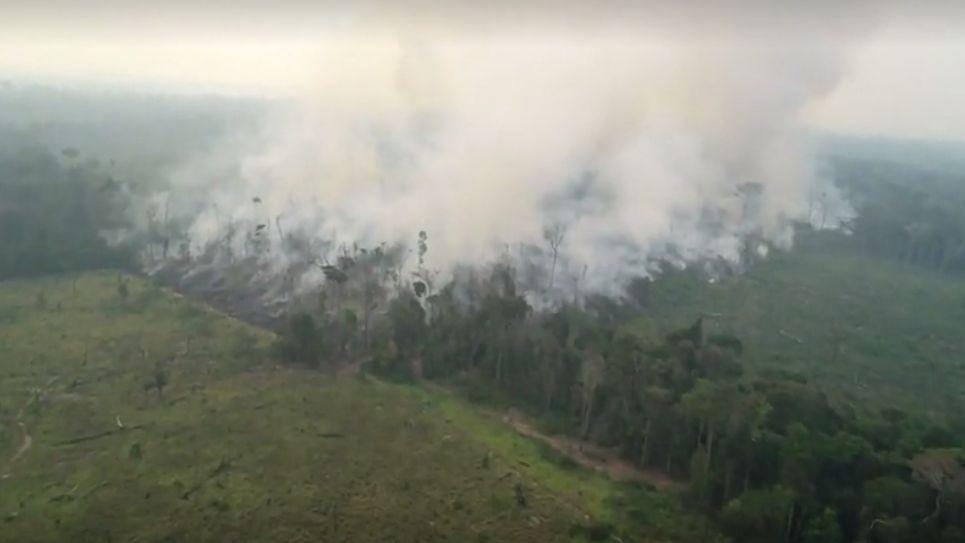 Africké inferno. Angolu a Kongo sužuje více požárů než Brazílii