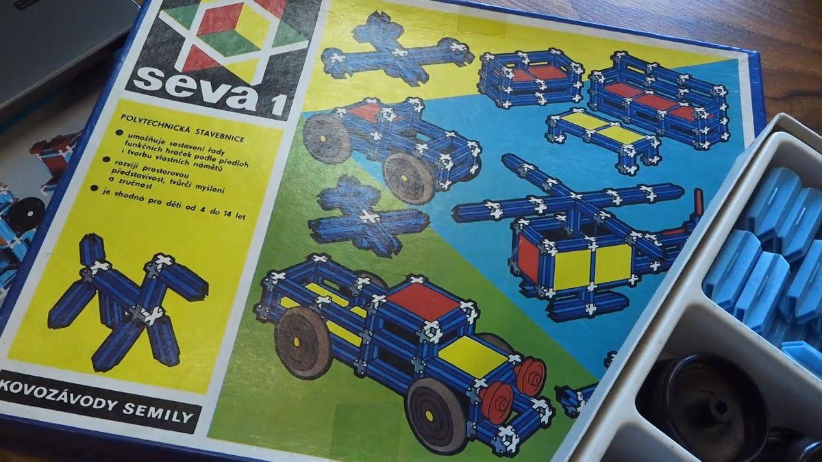Pamatujete si modré a bílé kostičky Sevy? Postavíte zní robota ovládaného přes tablet