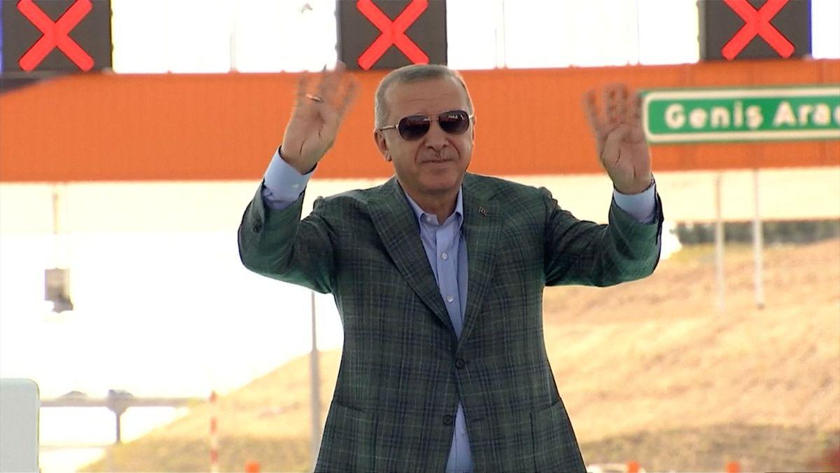 Erdoganova vláda odvolala tři starosty a zatkla stovky lidí