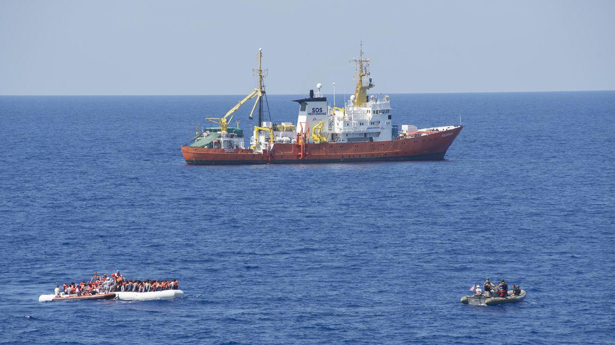 Loď Aquarius 2suprchlíky míří do francouzské Marseille