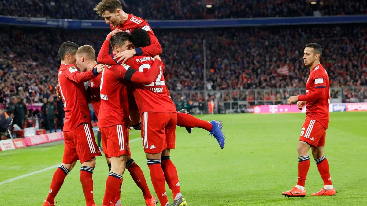 Sestřih zBundesligy: Bayern ztrácí na Dortmund už jen tři body, duel se třemi Čechy skončil remízou