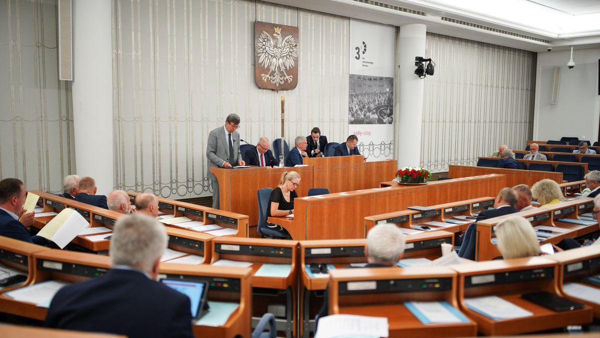 Polští konzervativci shánějí přeběhlíky, opozičnímu senátorovi nabídli ministerstvo zdravotnictví