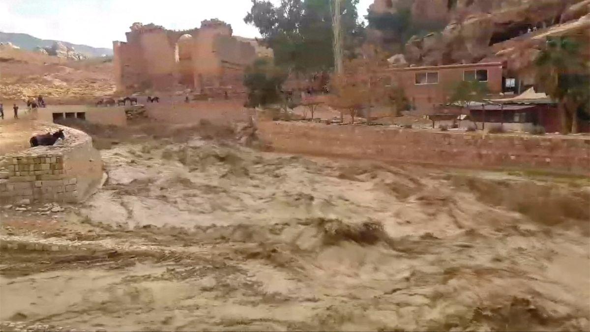 Jordánskou Petrou se prohnala blesková povodeň, tisíce turistů se musely evakuovat