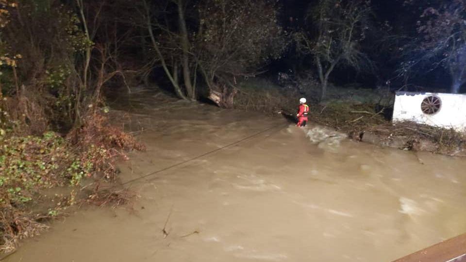 Vrozvodněné řece na Slovensku utonuly tři ženy, když zachraňovaly zvířata zútulku