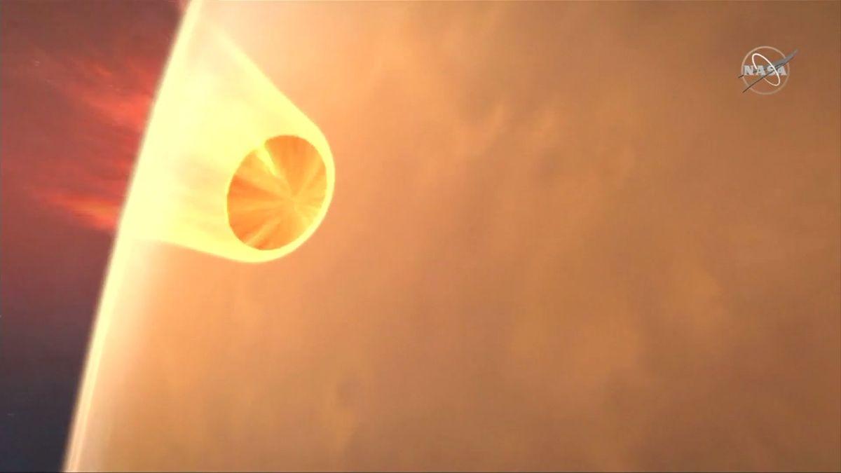 Přistání sondy nebyl jediný úspěch. InSight doprovázely itestovací minisatelity