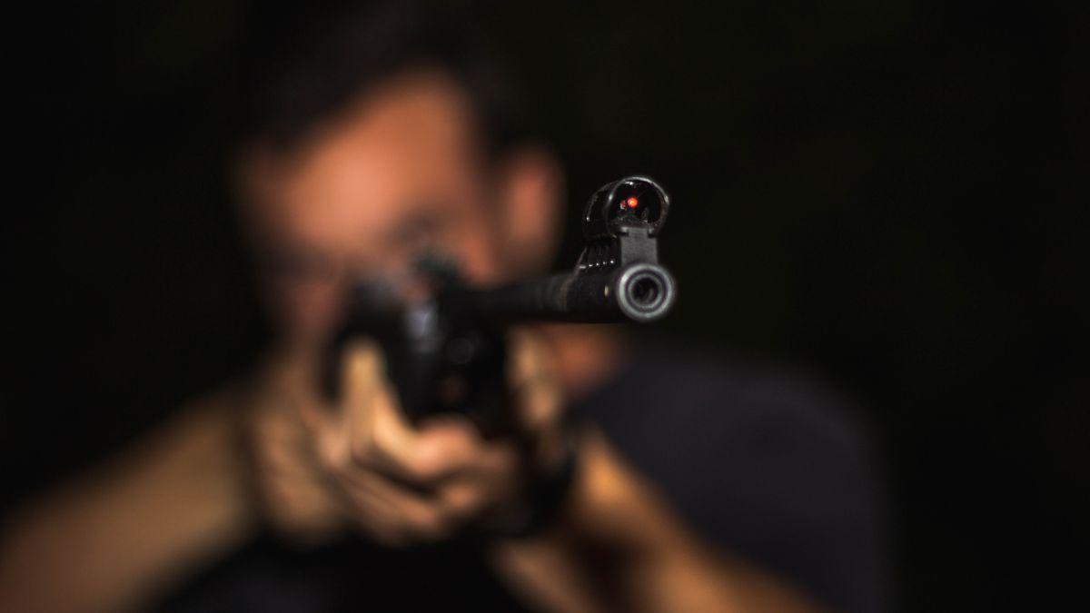 Penzista nastražil vdomě pasti na zloděje. Zabil ho vlastní samostříl