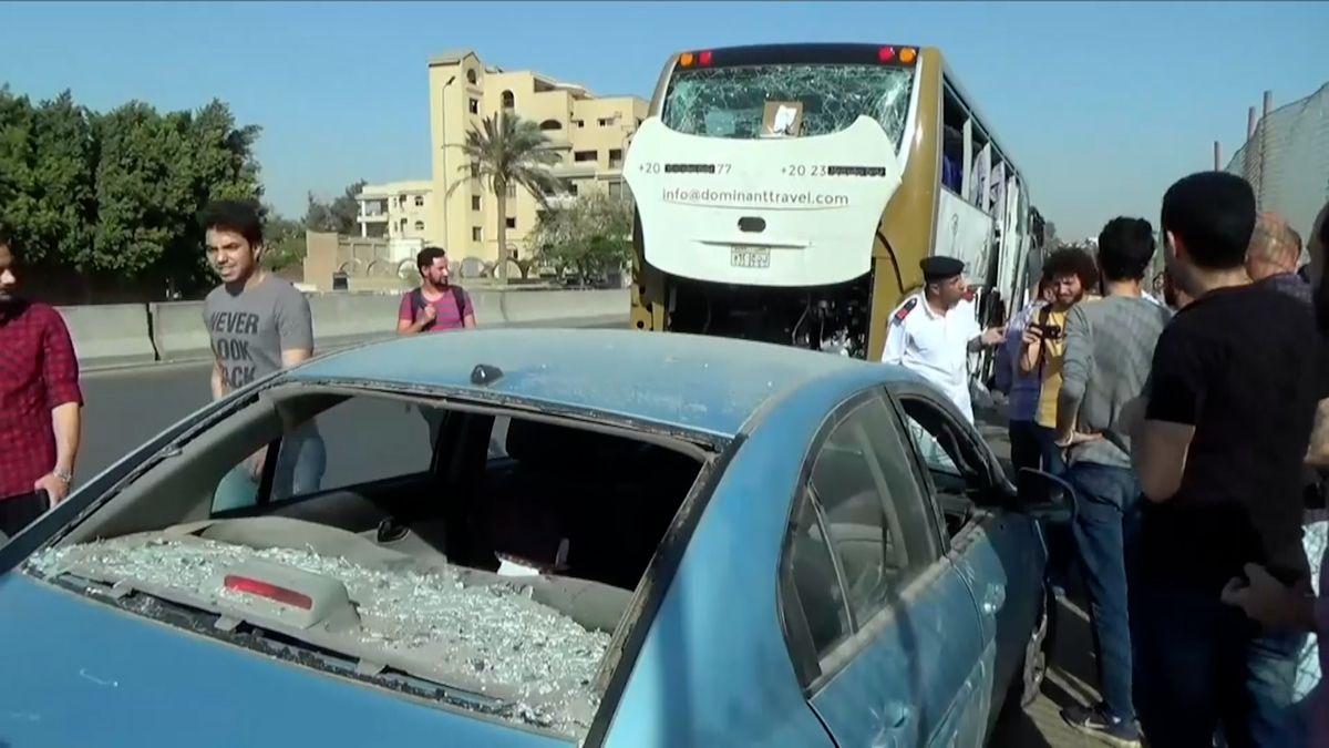 Autobus sturisty vEgyptě zasáhla exploze, nejméně 12zraněných