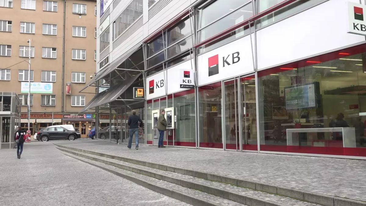 Komerční bance se propadl zisk očtvrtinu