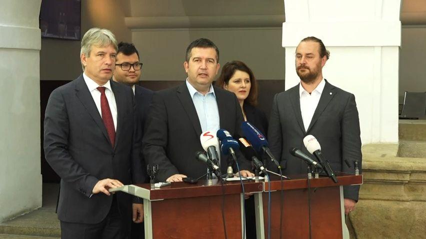 Spor ČSSD sdědici Altnera vrátil Nejvyšší soud na začátek, strana zatím platit nemusí