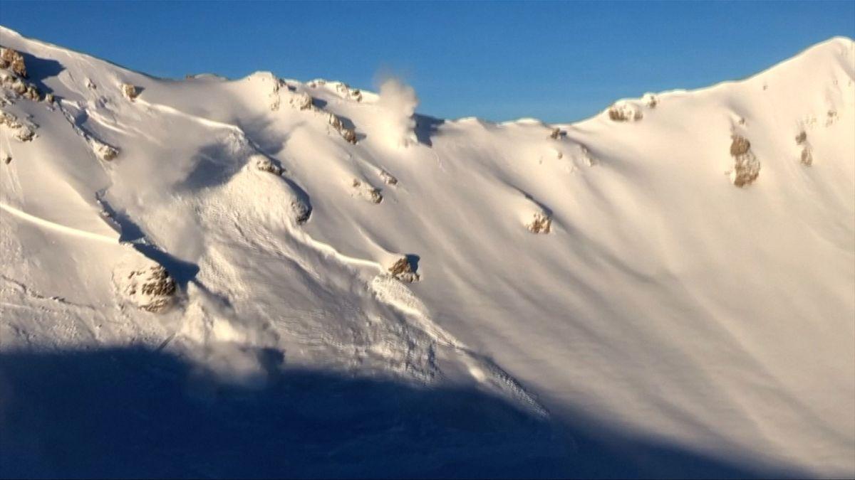 Jak strhnout lavinu. Švýcaři je preventivně vyvolávají pomocí výbušnin