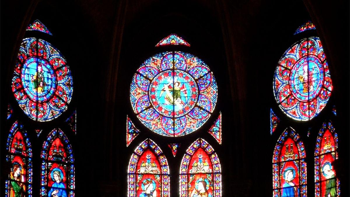 Slzy a modlitby pro Notre-Dame. Matku Paříže, již vzkřísila slova Victora Huga