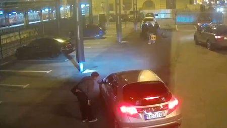 Mladý lupič skočil taxikáři do kufru, pak mu nastříkal sprej do očí. Podívejtese