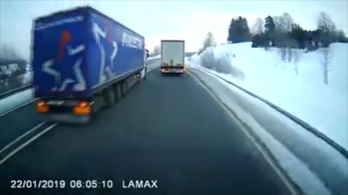 Český řidič je ve vazbě za riskantní předjíždění, které Němci vidí jako pokus ovraždu