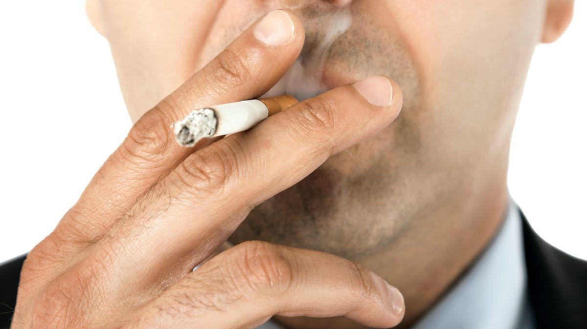 Co letos čeká kuřáky? Zaplatí víc a klasických cigaret ubyde