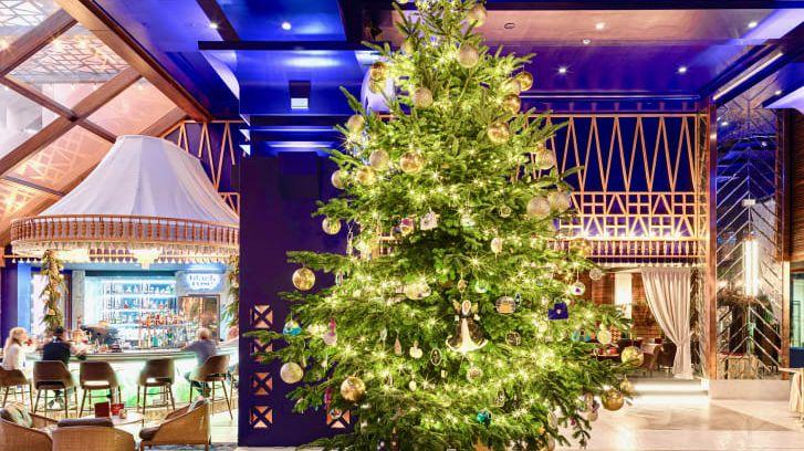 Nejdražší vánoční strom světa je ozdobený šperky od Cartiera
