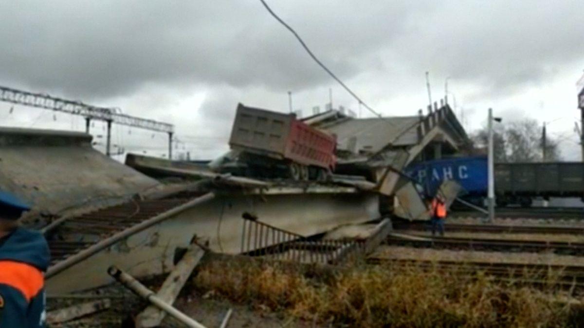 Most vRusku se zřítil vokamžiku, kdy na něj vjel nákladní vůz, řidič vyvázl se zlomenou nohou