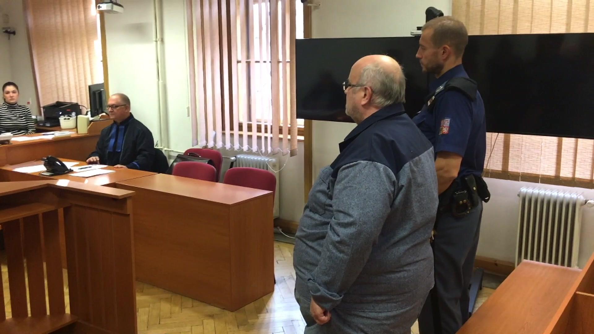 Za korupci odsouzený bývalý soudce zůstane ve vězení. Odvolací soud ho na svobodu nepustil