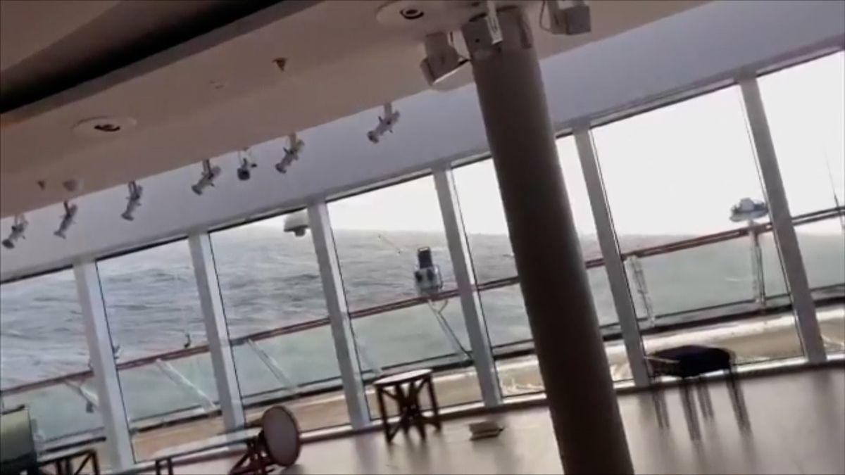 Pasažér natočil dramatické chvíle na palubě lodi Viking Sky. Evakuace skončila