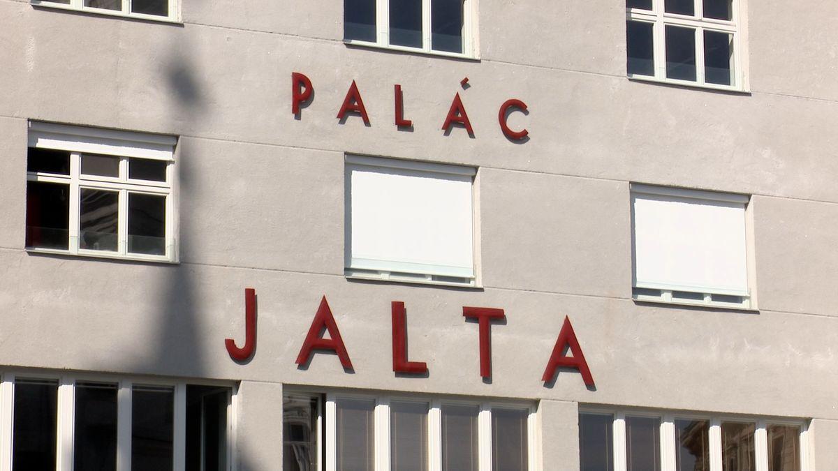 Palác Jalta zfilmového Dědictví otevře. Investor za něj zaplatil téměř čtvrt miliardy korun