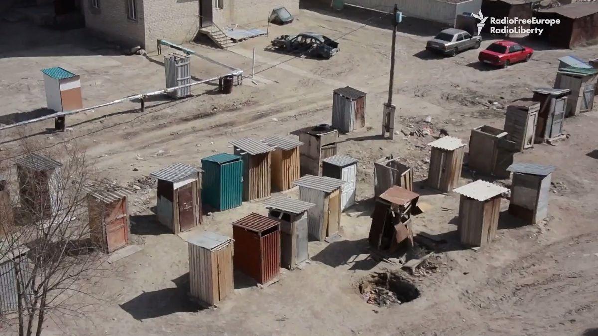 Svět bez obalu: Těžký život na kazašském sídlišti. Jak se žije tam, kde chybí záchody