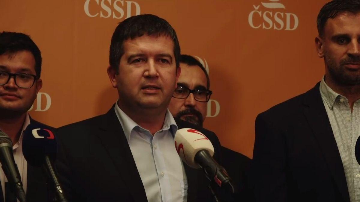 """Zimola vytáhl """"černé svědomí ČSSD"""", Hamáček ale souboj ustál a zůstává včele strany"""