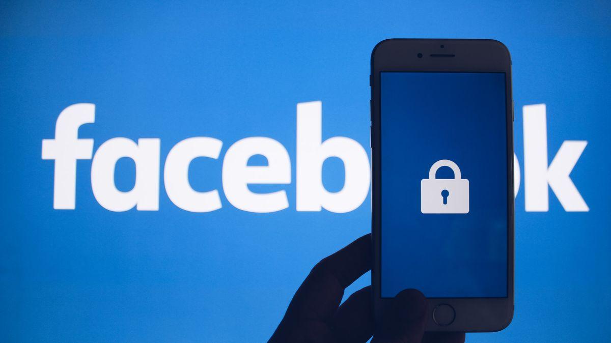 Facebook vyšetřuje, zda neunikly údaje o267milionech jeho uživatelů