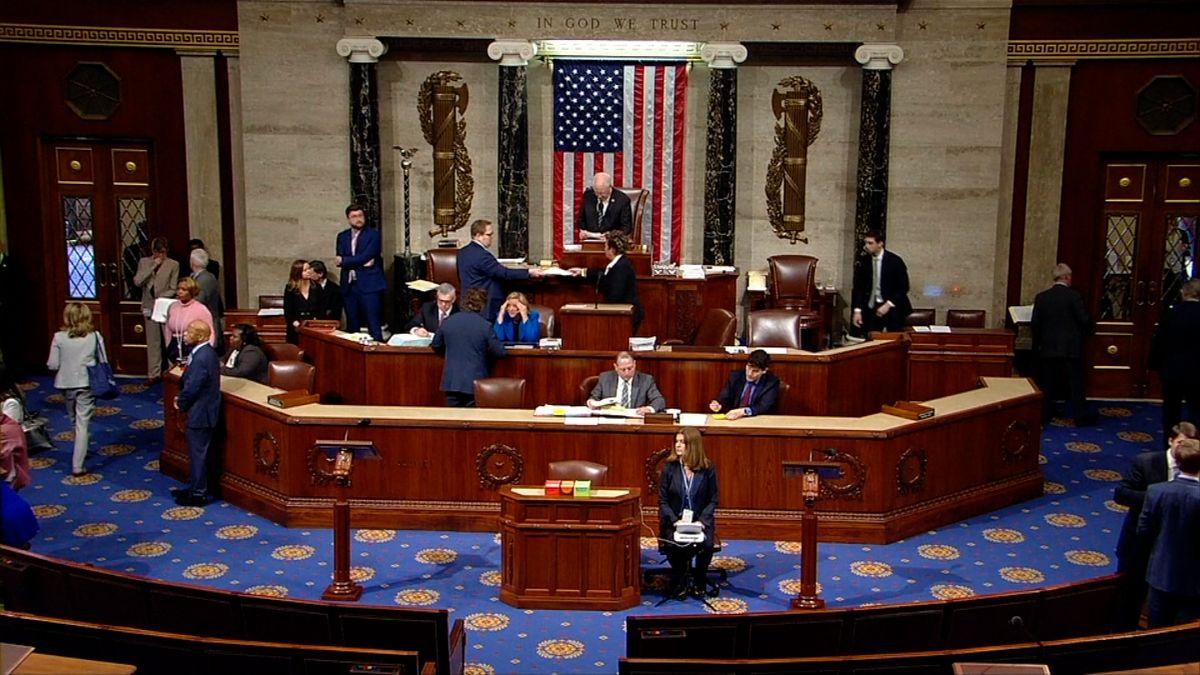 Sněmovna reprezentantů hlasovala proti stavu nouze na jižní hranici. Trumpův plán to ale zřejmě neohrozí