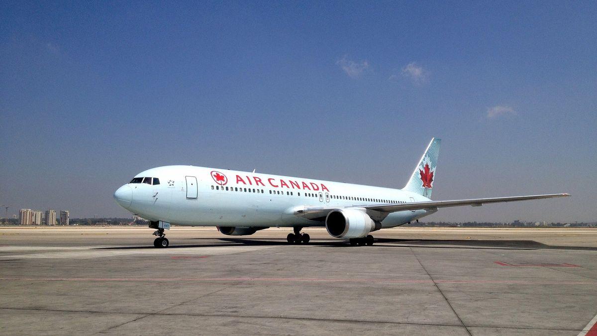 Žena zůstala zamčená vletadle hodiny po přistání, kanadské aerolinky zahajují vyšetřování