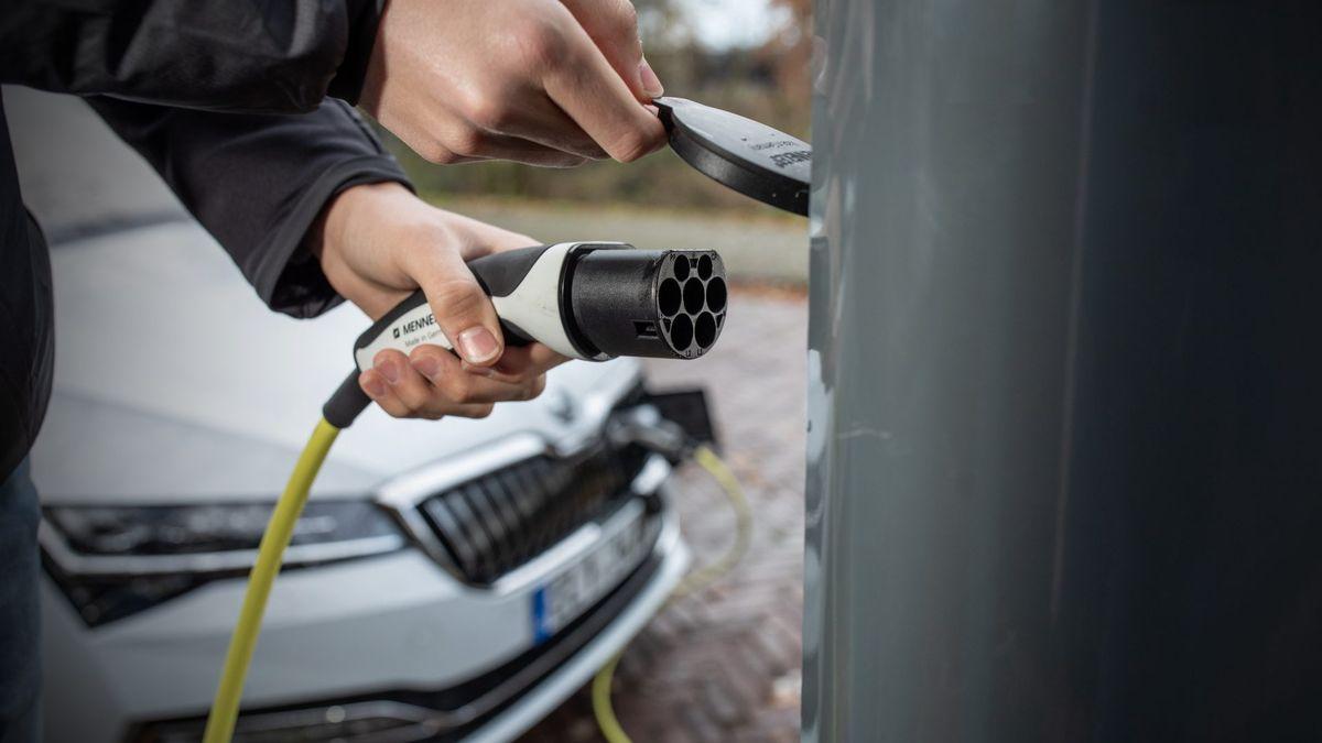 Elektromobilita je jediná cesta ke snížení emisí, říká manažer Škody Auto