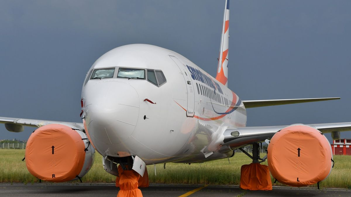 Boeing vyrobil spoustu modelů 737MAX na sklad. Vjejich nádržích se našly hadry