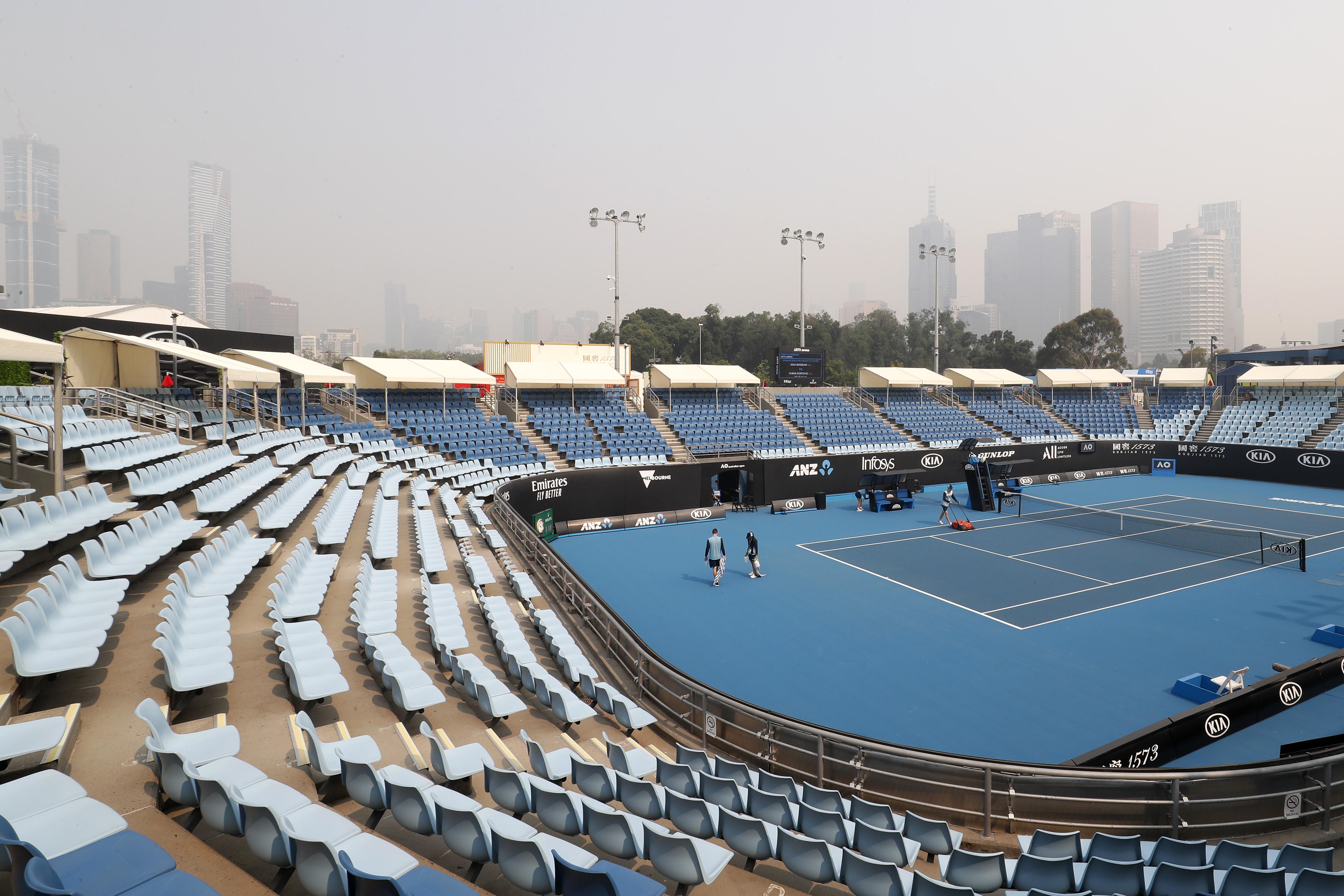 Viditelný kouř z tenisové arény