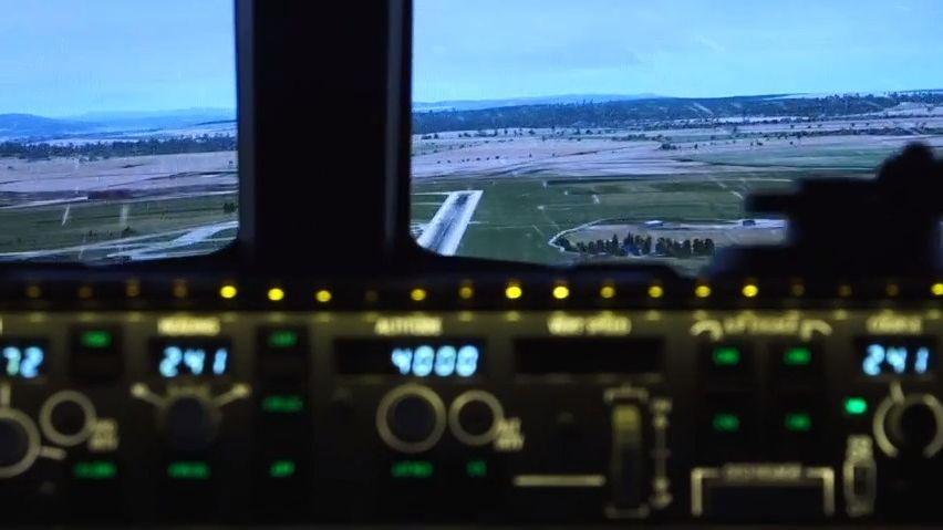Video: Boeing přistával bez motoru. Reportérka byla vkokpitu