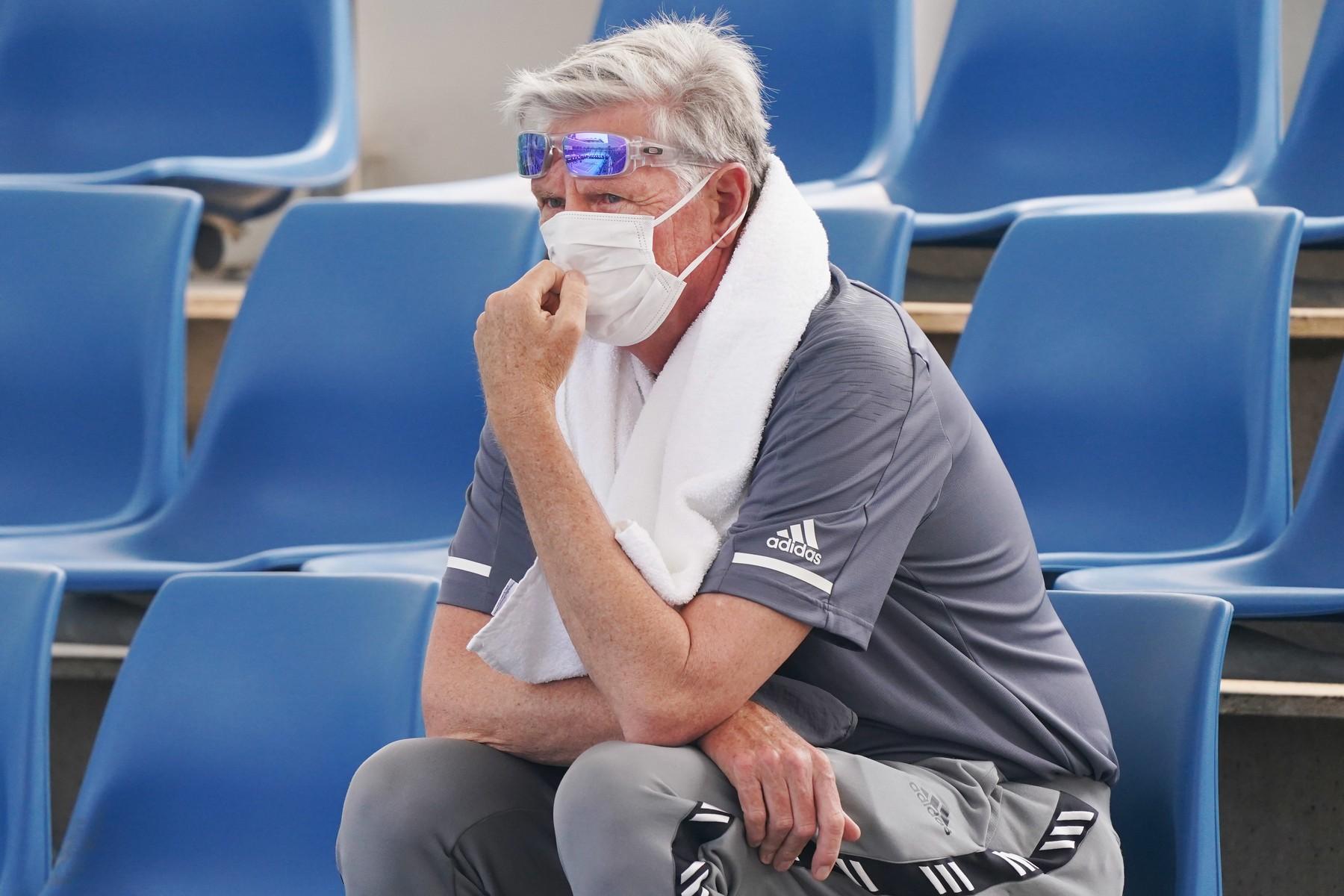 Kvůli špatné kvalitě vzduchu, si během sledování kvalifikace, divák oblékl masku
