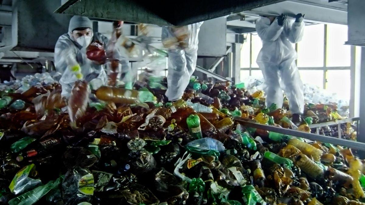 Budeme zálohovat PET lahve? Bitva oodpadky jde ve stínu pandemie do finále