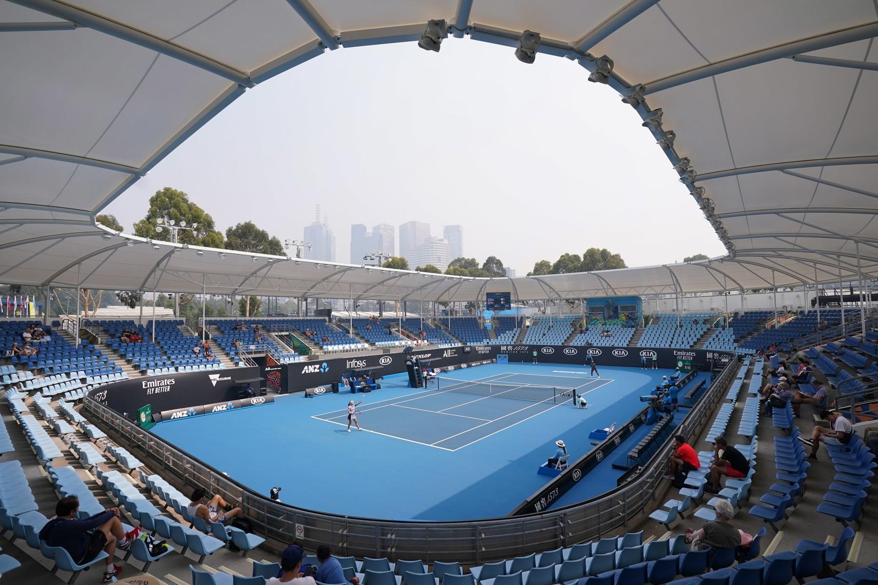 Kvalifikační zápasy Australian Open musely být kvůli špatným podmínkám nejprve odloženy.