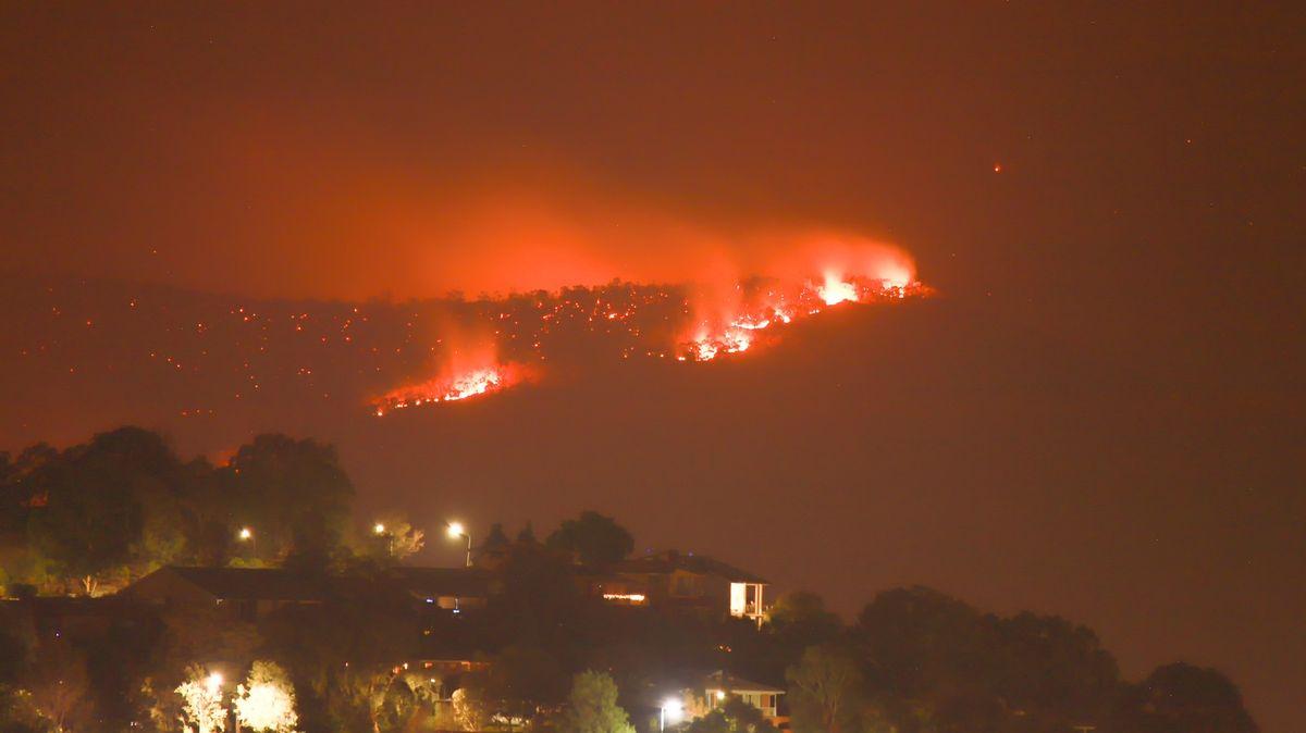 Okolí australské metropole dál sužují požáry a vysoké teploty