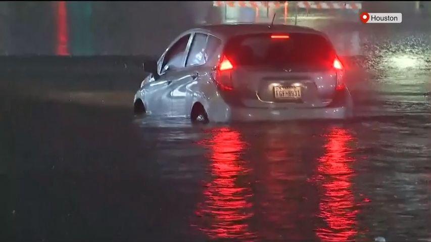 Houston má problém. Záběry, jak jej zasáhla bouře Beta