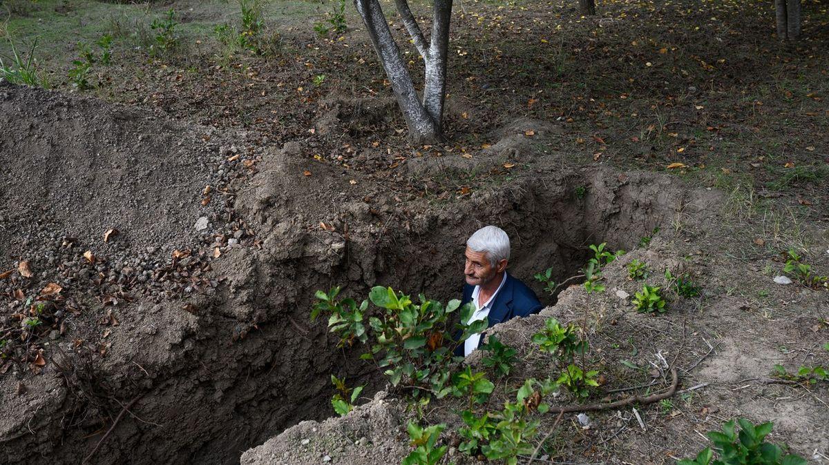 Fotky zbojiště vKarabachu. Nahlédněte do vesnice ve frontové linii