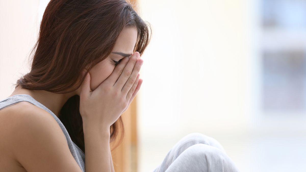 Trpíte kvůli karanténě psychickými potížemi? Volejte 1212!